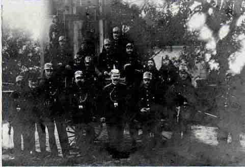 """Erstes Gruppenfoto von 1909"""" src="""