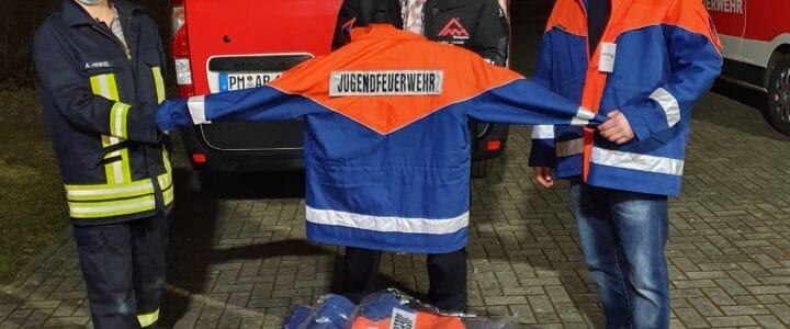 Neue Jacken für die Jugendfeuerwehr